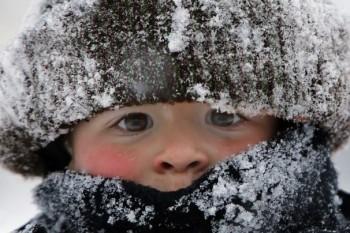 9 reguli importante cum să îmbraci corect copilul iarna