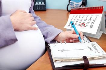 Voi fi mamă! Cum îi zic vestea angajatorului?