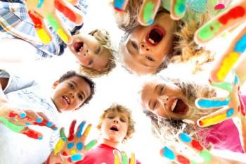 Activități Montessori pe timp de vară adorate de copii